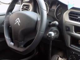 Auton manuaalinen ohjaus vammaisille